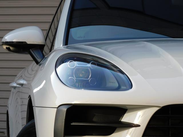 綺麗な外装色ホワイトにエクステリアカラー同色サイドブレード&S専用18インチアルミホイールがお洒落なエクステリアを演出!!