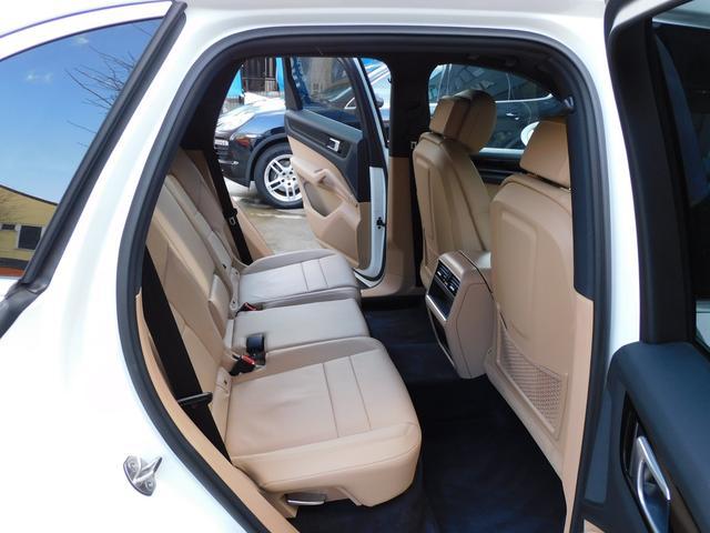 現行型 V6ツインターボ 正規D車 スポーツクロノPKG ベージュ革 シートヒーター PCMナビ(12.3インチ) サラウンドビュー&PAS ACC&LCA&LKA LEDヘッドライト エントリーD 純正21AW 禁煙 1オーナー 新車保証継承可(17枚目)
