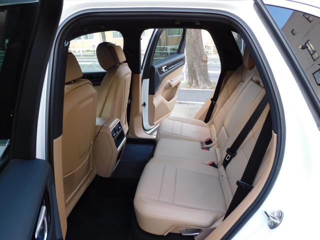 現行型 V6ツインターボ 正規D車 スポーツクロノPKG ベージュ革 シートヒーター PCMナビ(12.3インチ) サラウンドビュー&PAS ACC&LCA&LKA LEDヘッドライト エントリーD 純正21AW 禁煙 1オーナー 新車保証継承可(18枚目)
