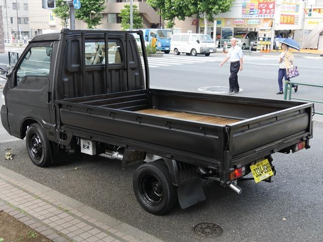 850kg積載ウッドデッキ荷掛けフック付平ボディ5速MT車(3枚目)