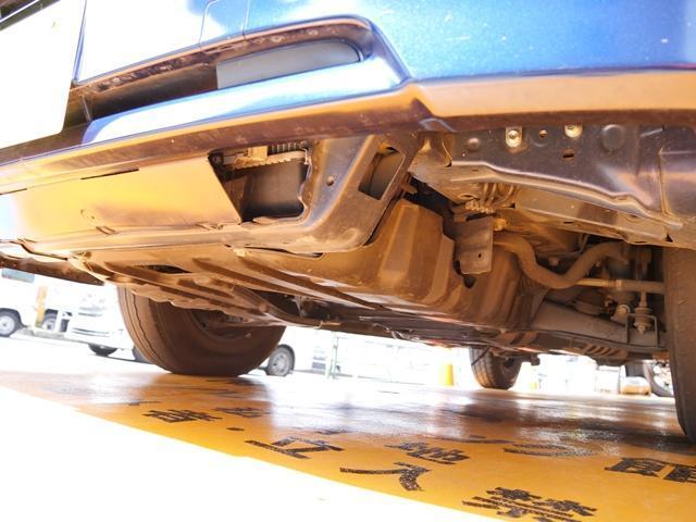 トヨタ ハイエースバン ディーゼル低床ロング6人乗オートマ車 9人乗シート・ハシゴ付