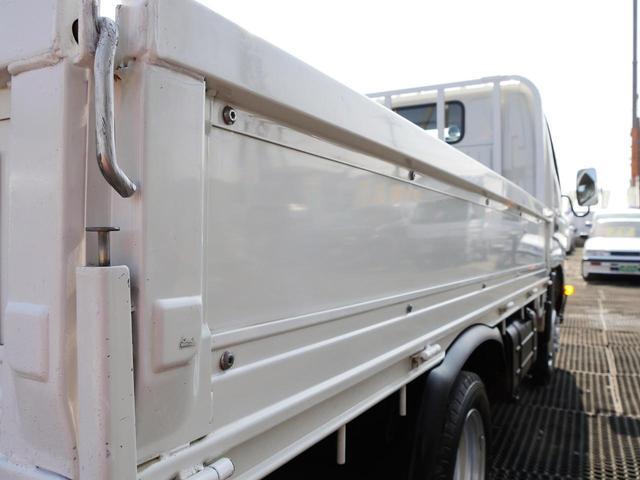 超低床2t10尺ディーゼルターボ平ボディ準中型免許5速MT車(4枚目)