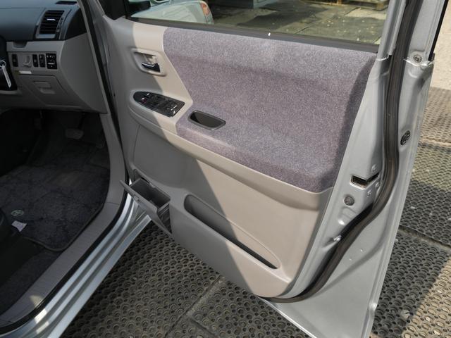 トヨタ ヴォクシー 左側電動スライドドア付トヨタ工場整備記録簿10枚付き車中泊可