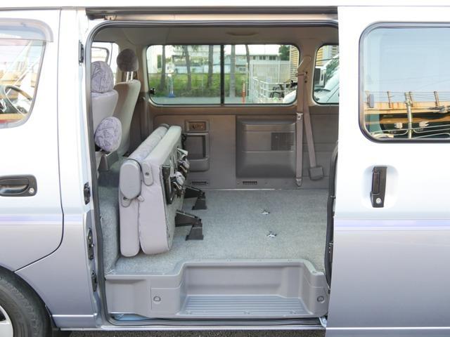 スーパーロングハイルーフ5人乗低床Wエアコン付トランポAT車(22枚目)