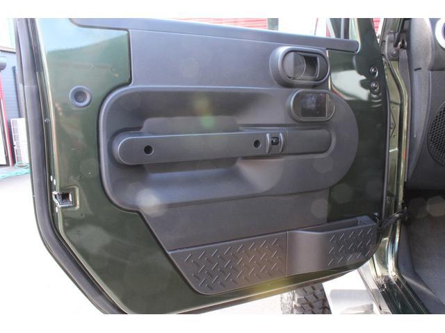 クライスラー・ジープ クライスラージープ ラングラーアンリミテッド サハラ リフトアップ 17AW LEDバー 社外バンパー
