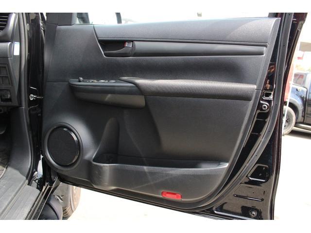 X 4WD ディーゼル KMC XD840 17インチアルミ(15枚目)