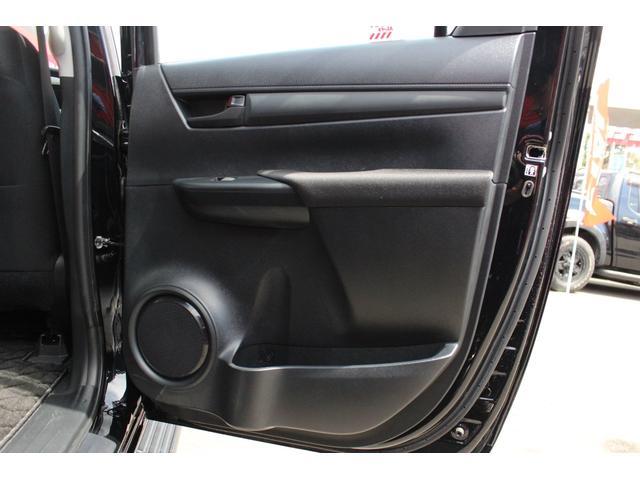 X 4WD ディーゼル KMC XD840 17インチアルミ(16枚目)