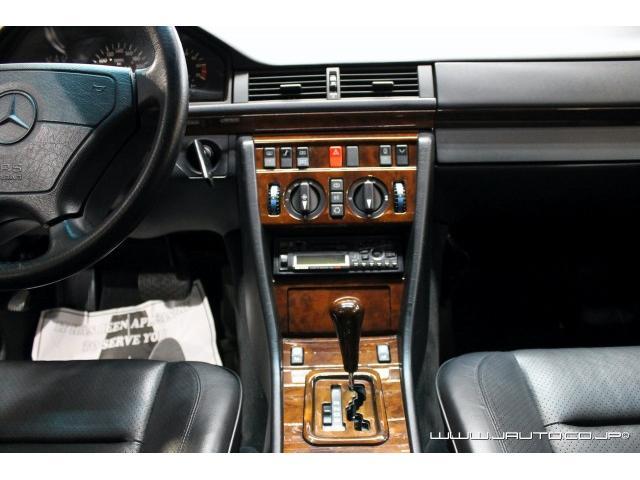 500E 整備記録簿付 黒革内装 AMG仕様 新車並行(11枚目)