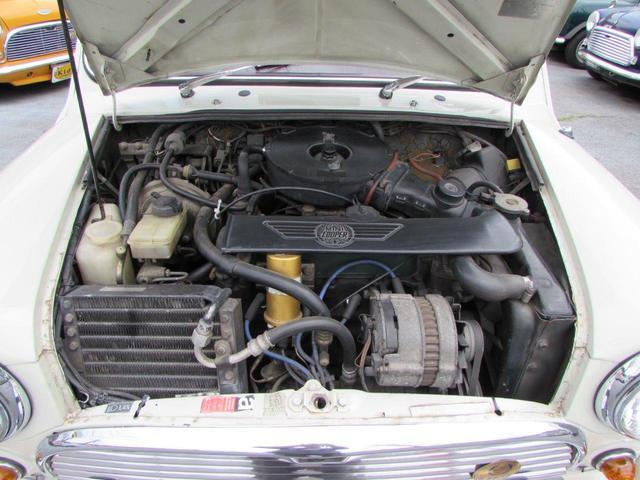 エンジンはコンパクトにまとまっています。