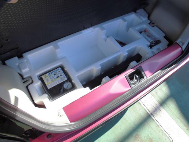 下には、工具パンク修理キットが入っています。