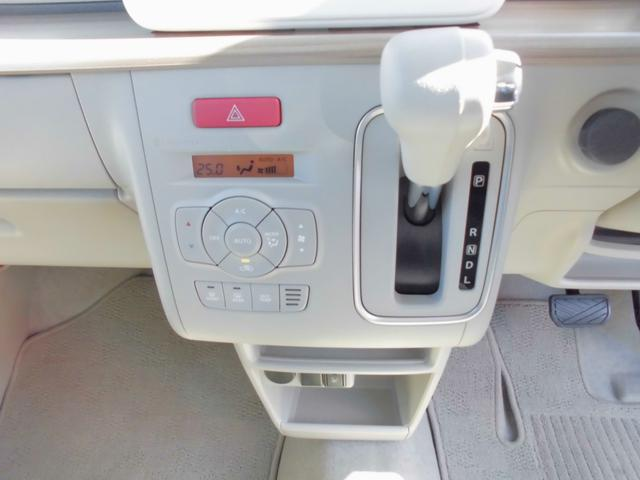 車内を快適な温度に保ちます。オートエアコンになります。