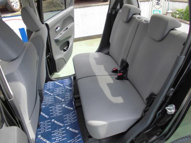 スライド、リクライニング機構の付いたリアシートはゆったり座ることができます。