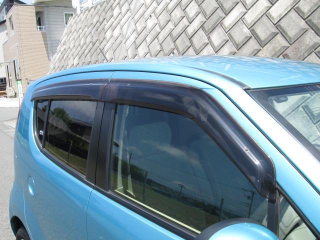 ☆雨の日でも窓が開けられるドアバイザーは、付いていると便利な装備です☆
