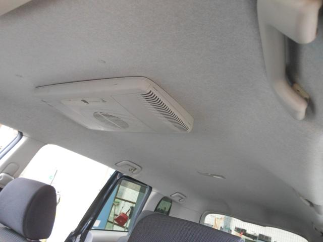 禁煙車で天井も勿論綺麗です!
