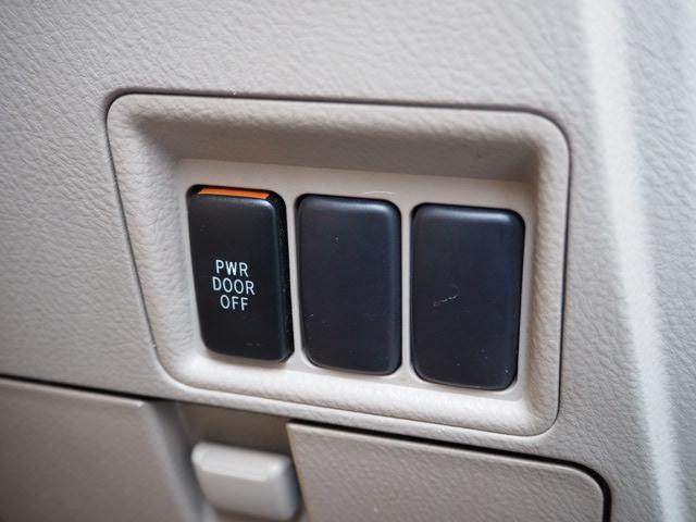 トヨタ アイシス L 福祉車両 後席リフトアップシート 車いす用クレーン付き
