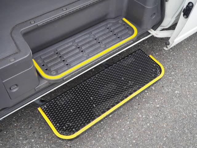 チェアキャブ 福祉車両 車椅子2名+8名乗 リヤー電動リフト(2枚目)