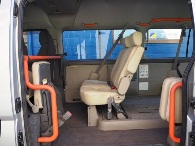 福祉車両 リヤーリフト 車椅子2名他8名 オートステップ付き(14枚目)