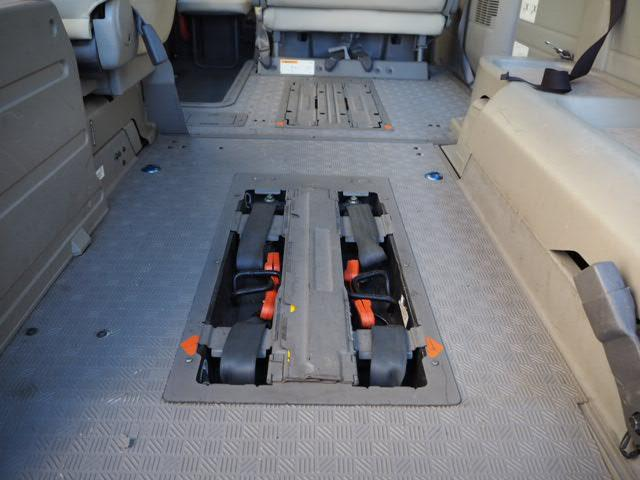 福祉車両 リヤーリフト 車椅子2名他8名 オートステップ付き(18枚目)