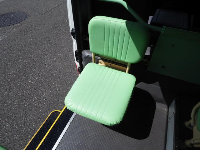 幼児バス 園児バス スクールバス 免許中型 大人5人幼児18人乗り オートステップ 非常口 バックカメラ付き(7枚目)