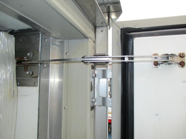 0.85tスーパーローダブル中温冷凍車(17枚目)