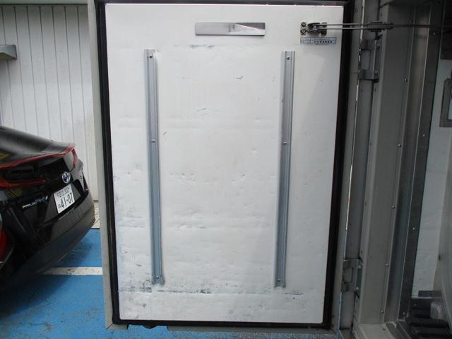 0.85tスーパーローダブル中温冷凍車(18枚目)