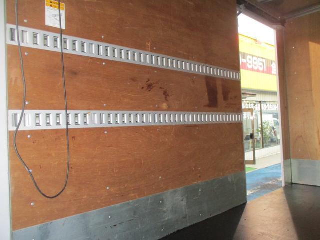 2.0tFFL アルミV垂直ゲート600kg 10尺 左スライド リヤ観音扉 ラッシング2段 社外地デジ1セグTV ナビ ETC カラーBモニター(63枚目)