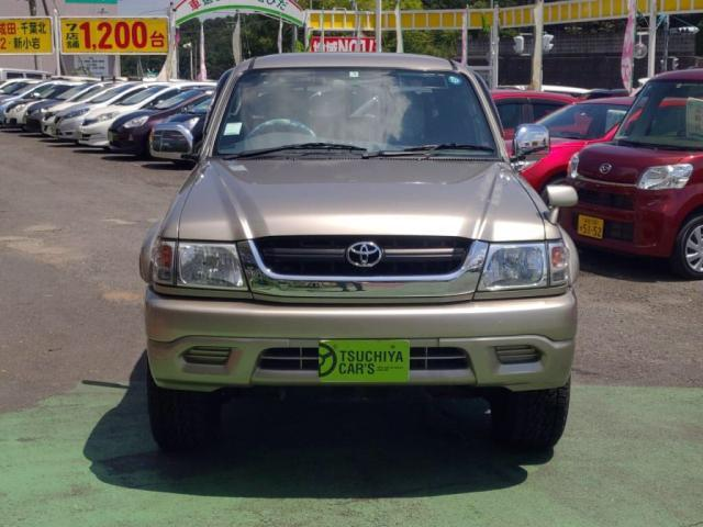 TOYOTA HILUX SPORTS PICK UP