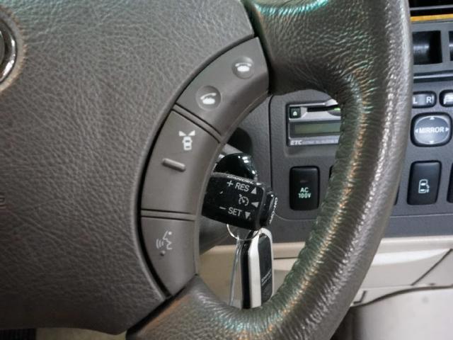 ステアリングにも様々なスイッチが!流石は上級車ですね♪(^^)