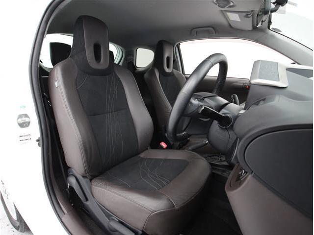 トヨタ iQ 100G レザーパッケージ1セグ付メモリーナビ スマートキー