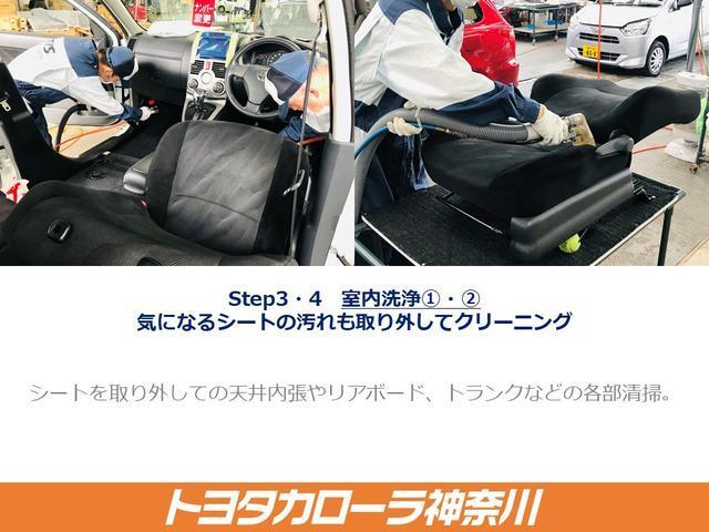【気になるシートの汚れも取り外してクリーニング】シートを取り外し、専用洗剤液を使って丁寧に、そして徹底的にクリーニングします。 *一部シート取り外しできない車種もございます。