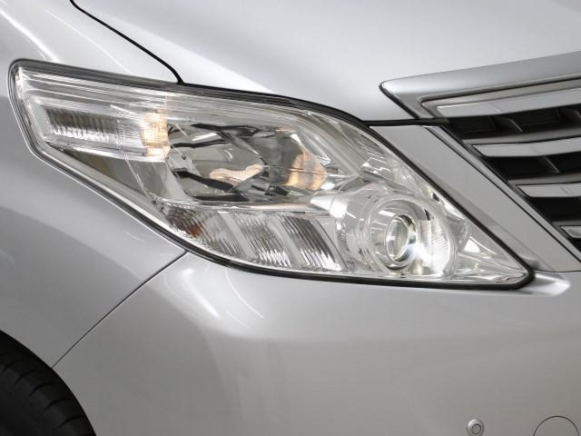 明るいHIDヘッドランプ、夜間走行も安心ドライブ!