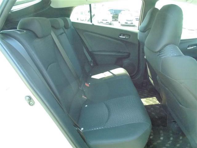 【内装】プリウスの車内です♪もちろん、フロアマットもついてますよ〜!