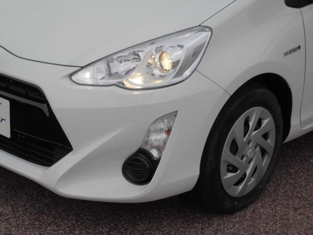 トヨタの誇るコンパクトハイブリッドカー『アクア』 燃費の良さだけでなく踏み込めばモーターが加速をアシストします。
