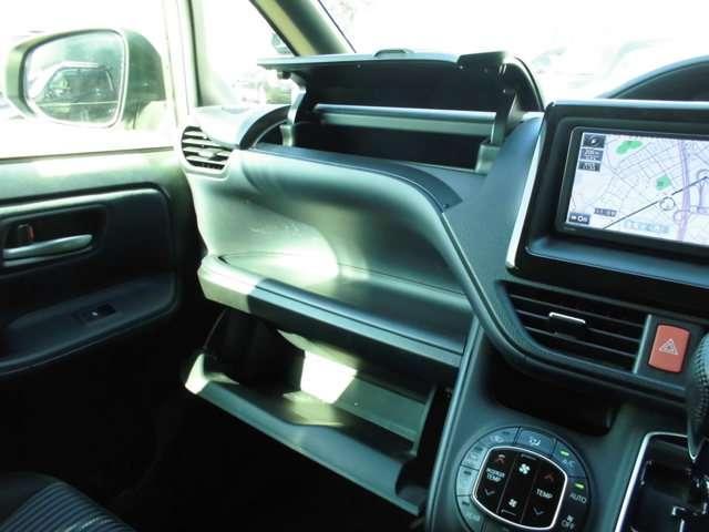 トヨタ ヴォクシー ZS 両側電動スライドドア
