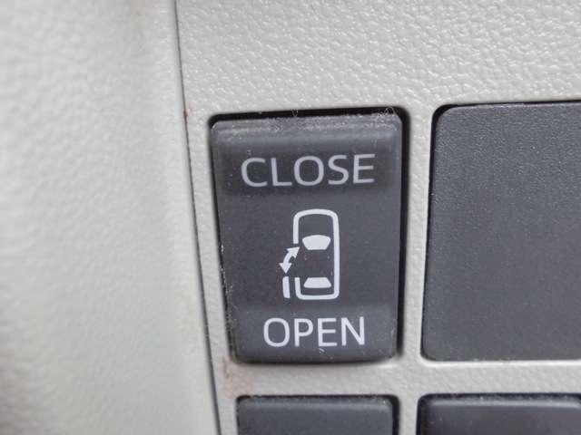 左側パワースライドドアなので運転席からの開閉操作もボタン一つで可能です!