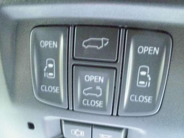 スライドドアやハッチバックドアも電動開閉です。