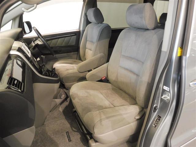 運転席座面は上下に動かすことが出来るシートアジャスター付なので、より良いシートポジションに調整が可能です。