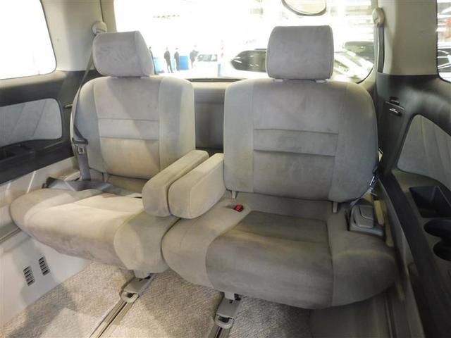 大人がゆったりと座れるサードシートで、便利な5:5分割式で、乗車人数・荷物の量によりシートアレンジ可能です。