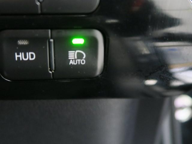 先進安全機能で毎日の安心をサポートする自動ハイビーム・システムスイッチ、システムのON/OFFが可能です。