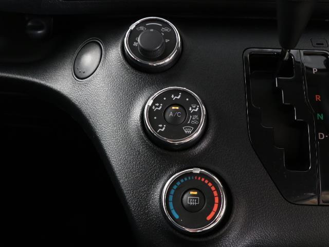 X Vパッケージ 1オーナー ETC ナビ 3列シート CDチューナー アイドリングストップ機能 メモリナビ ワイヤレスキー ABS フルフラット(9枚目)