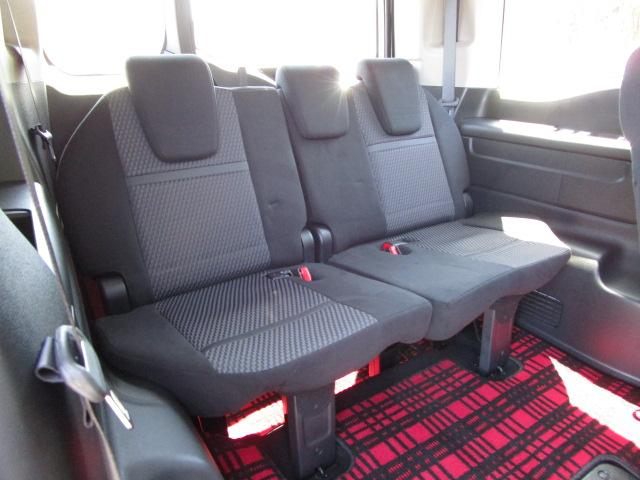 サードシート 3列シートの8人乗り サードシートは格納出来ます。