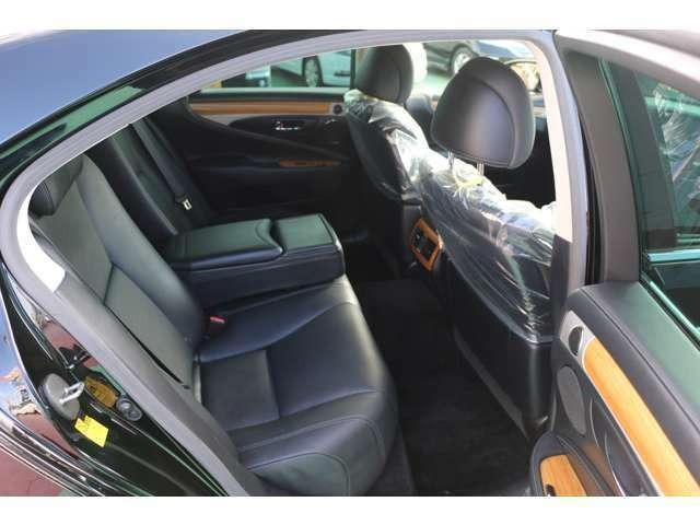LS600h バージョンC Iパッケージ 4WD マークレビンソン 記録簿10枚 BSM ワンオーナー(13枚目)