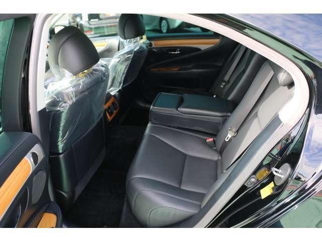 LS600h バージョンC Iパッケージ 4WD マークレビンソン 記録簿10枚 BSM ワンオーナー(16枚目)