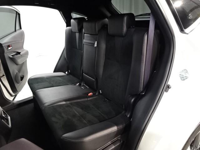 後席シートの画像です。高級感溢れる本革仕様のシートです。お手入れも楽々!!