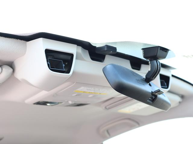 """★アイサイト(ver.2)は、2つのステレオカメラが常に前方を監視し、必要に応じドライバーの運転操作をアシスト。危険を予測することで衝突の被害を軽減する """"事故を起こさない""""ための多彩な機能を搭載★"""