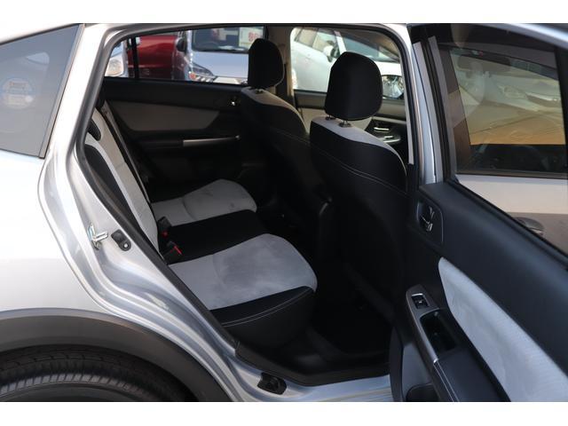 ■リヤシートの足元は広々しておりますので、長時間のドライブもくつろぐ事ができます。