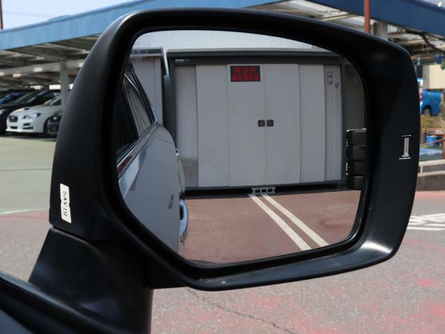 アドバンスドセーフティパッケージの機能一つとなりますが、左右後方からの車両をドアミラーの一部が点灯し、ドライバーに教えてくれます。安全も増えますので、ご購入後にお試し頂きたいと思います。