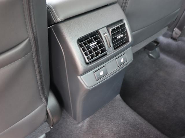 ■シートヒーター付き(寒い時期に、特に女性の方に喜ばれる装備になります。運転席・助手席・後席)