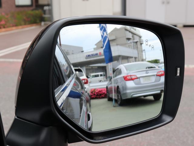 アドバンスドセーフティパッケージの機能一つ、左右後方からの車両をドアミラーの一部が点灯し、ドライバーに教えてくれます