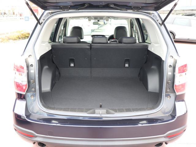 リヤシートは、前に倒す事ができますので、大きい荷物を積み込む事ができます